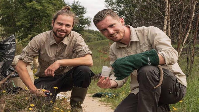 Dankzij een spugende slang belandden deze studenten op de cover van Science