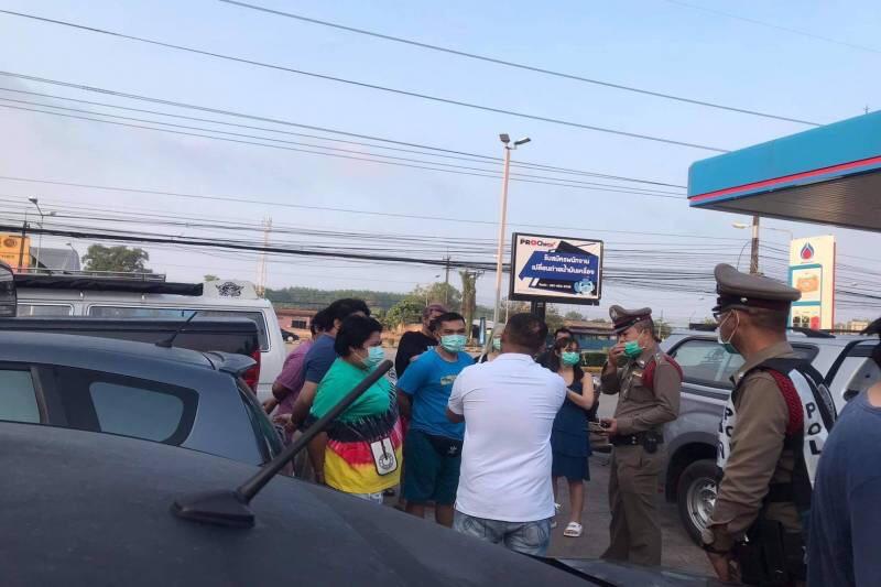 VIDEO | Nietsvermoedende vakantiegangers vinden een vastgeklemd lijk onder hun auto