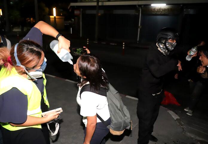 Politie verklaart géén trangas te hebben gebruikt tijdens aanvaring met demonstranten