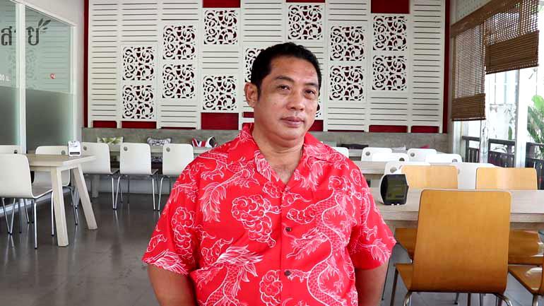 Burgemeester Pattaya vastberaden over beleid ondanks aandringen uit de barindustrie voor latere openingstijden