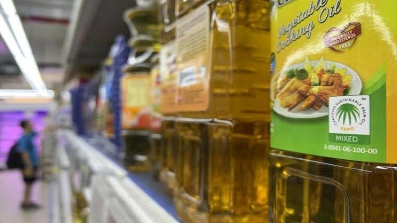 Thaise winkels stellen een limiet van 3 flessen per klant om hamsteren van palmolie te voorkomen