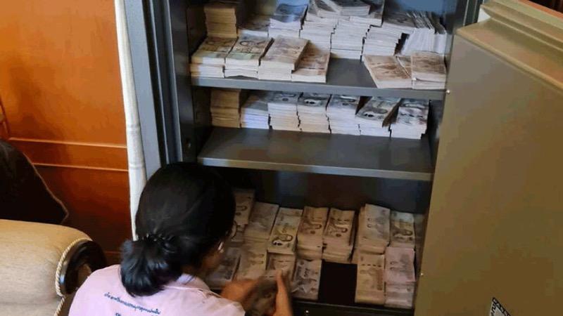 Thaise antidrugsbrigade vindt 20 miljoen baht in kluis, geld dat uit illegale praktijken afkomstig zou zijn