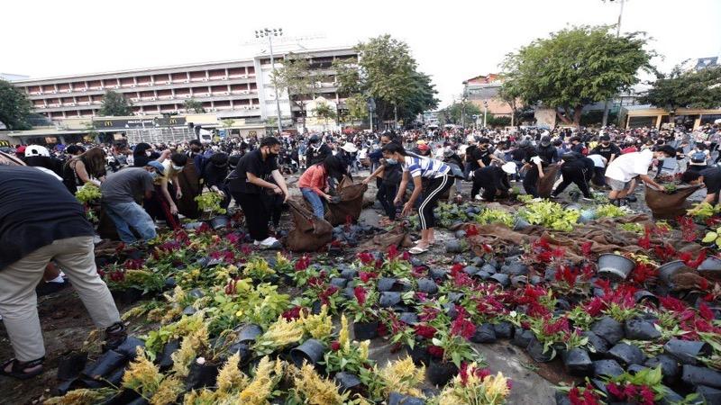 Premier Prayut wijst beschuldigingen van politiegeweld van de hand