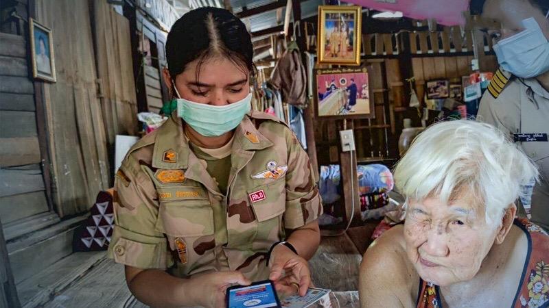 Thaise regering biedt de helpende hand waar nodig, aan senioren in Saraburi
