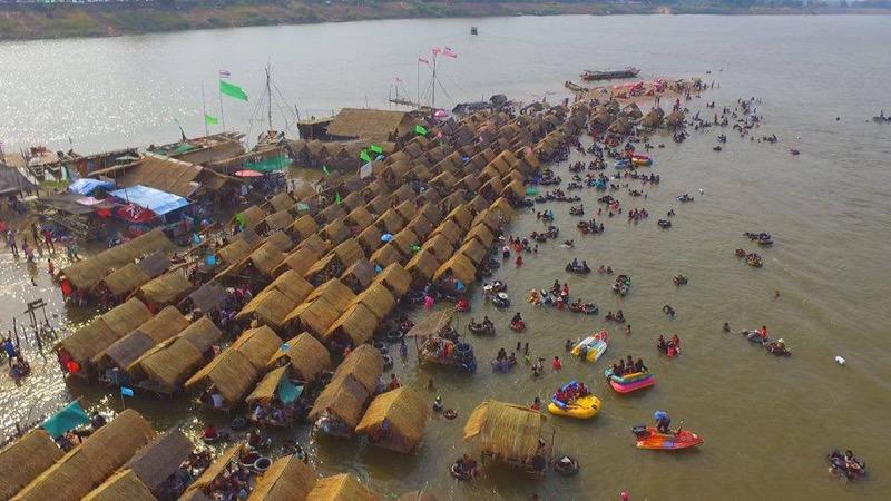 Het strand op een eilandje midden in de Mekong rivier is heropend voor bezoekers