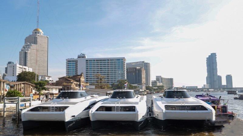 De nieuwe steiger bij de Phra Nangklao-brug bedient Purple Line en zal elektrisch bootverkeer bevorderen.