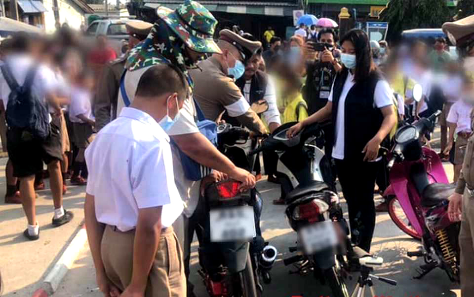 Opgevoerde motoren in beslag genomen op onlangs heropende Pattaya-scholen