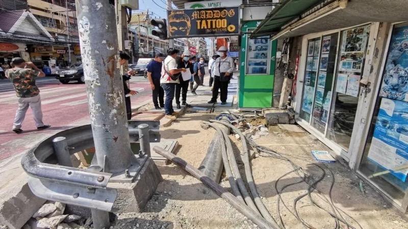 De gemeente Pattaya maakt de reparatie van de trottoirs aan de Pattaya Tai tot een topprioriteit