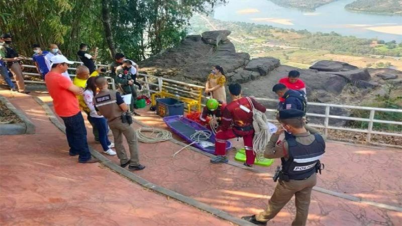 Toerist sterft nadat hij van een rotspartij bij een populair uitkijkpunt naar beneden viel