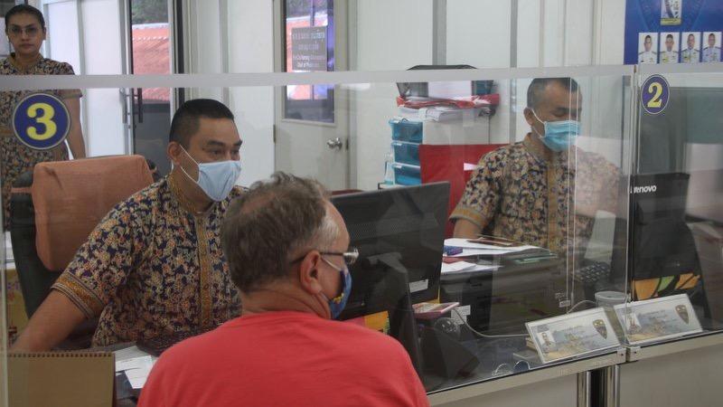 Immigratiedienst Phuket komt de buitenlanders een beetje tegemoet bij verlenging van hun visum