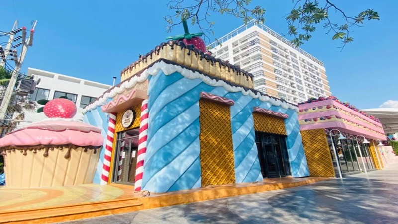"Aan de Thappraya Road in Jomtien is het feeëriek mierzoet dorpje ""White & Yolk"" verrezen"