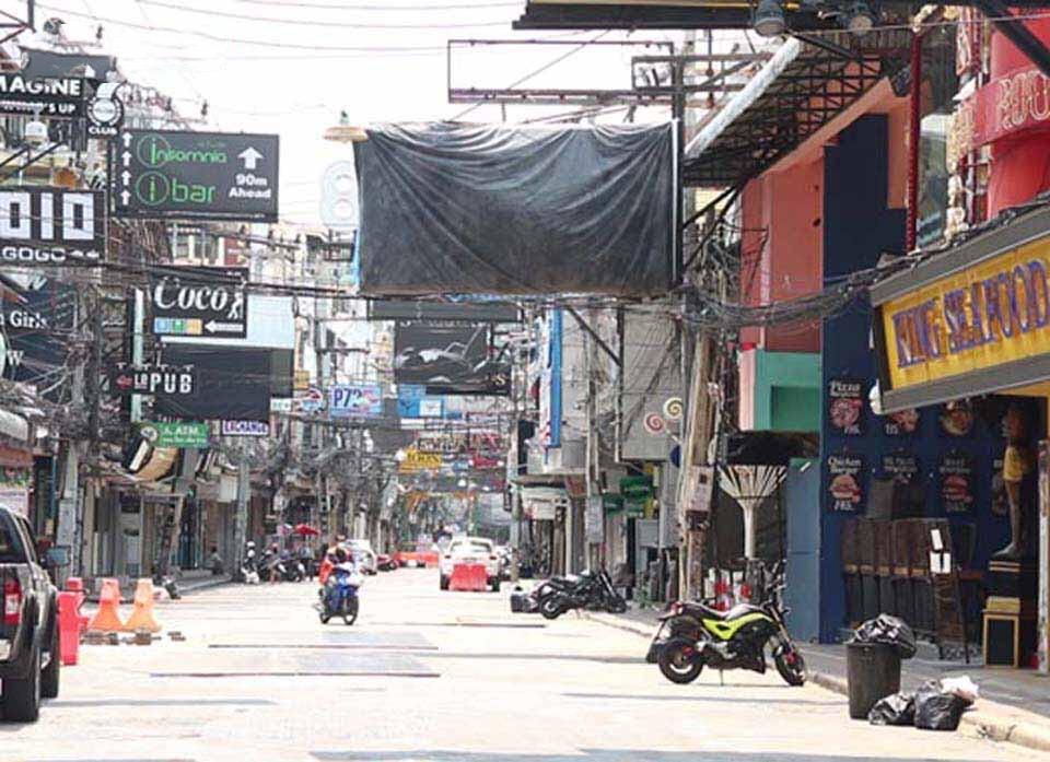 Pattaya benaderd gesloten bedrijven die geen belasting betalen voor hun uithangborden