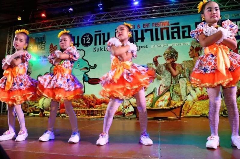 Het Naklua Walk and Eat Festival in Naklua is weer opgestart met Dans – Mariekes en al!