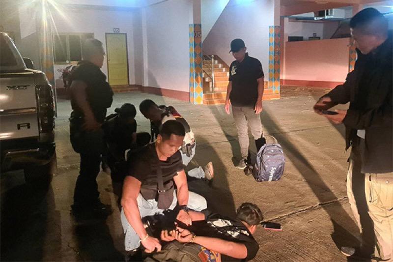 Uit politiebureau van Surat Thani ontsnapt paar, 1270 kilometer verder in de Isaan gearresteerd!