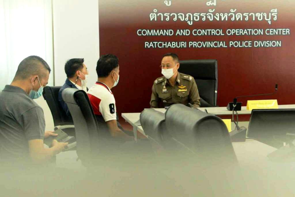 Dader van dodelijke schietpartij in een tempel in Ratchaburi geeft zichzelf aan