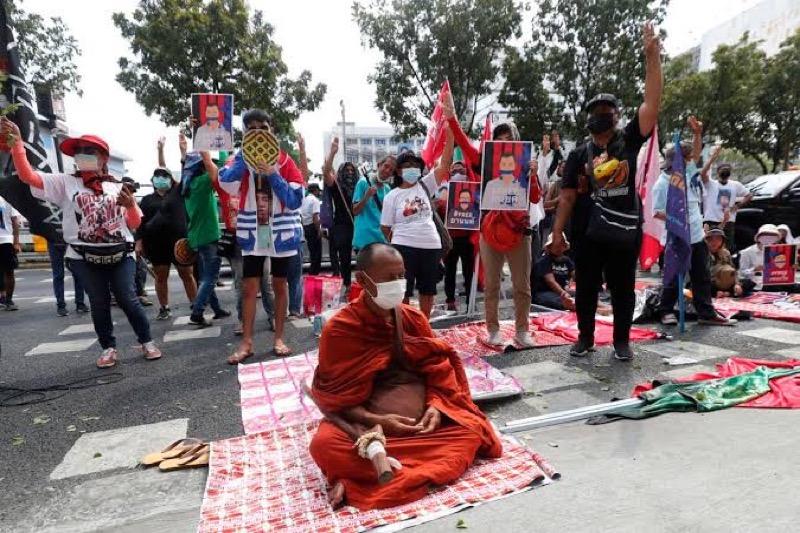 Thailand blijft hardhandig optreden tegen leiders van de democratie bewegingen