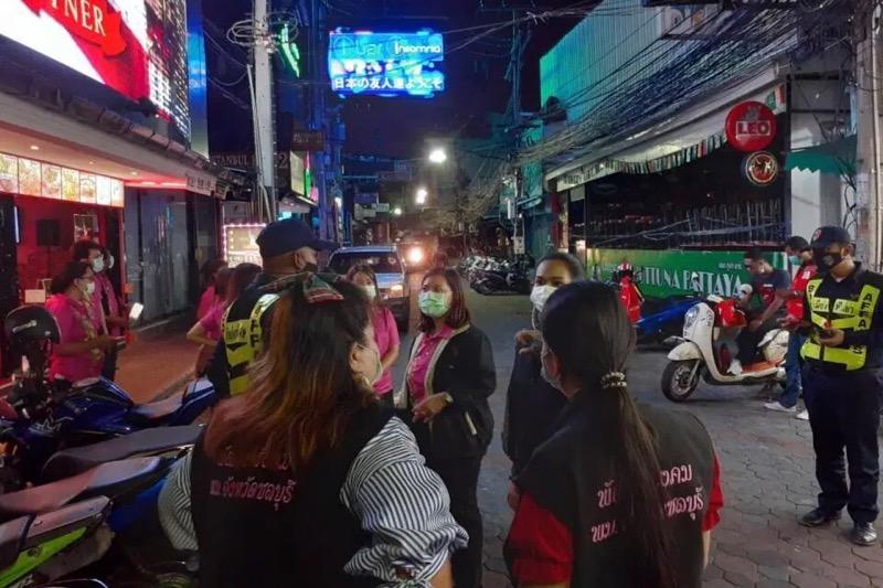 Thaise overheid hield gisteren aan de vooravond van Pattaya Colorful-evenement een razzia onder dakloze mensen