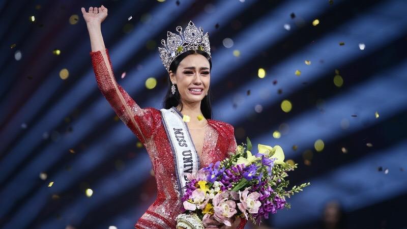 Miss Universe Thailand de laan uitgestuurd als ambassadeur van het departement van geestelijke gezondheid