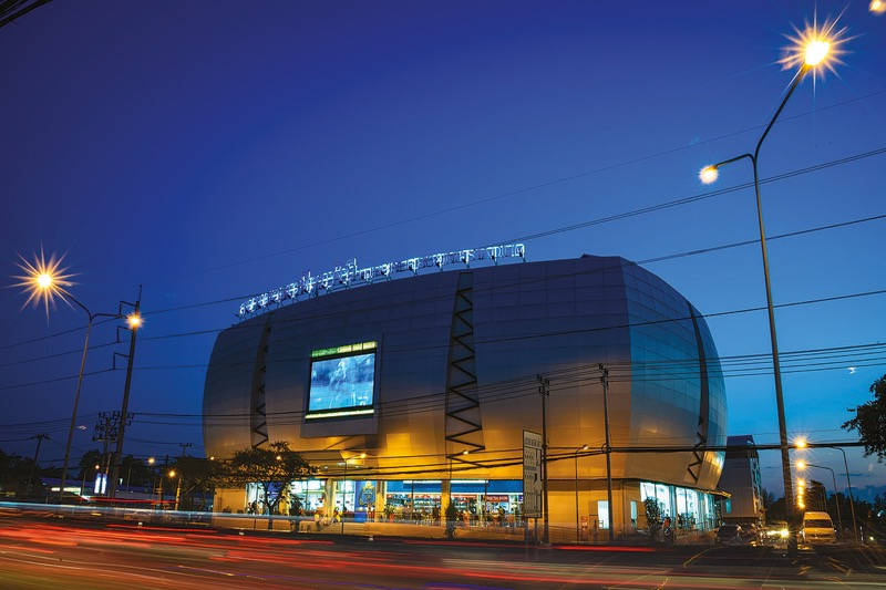 Vanaf vandaag gaat het aluminium boksstadion in Bangkok weer open!