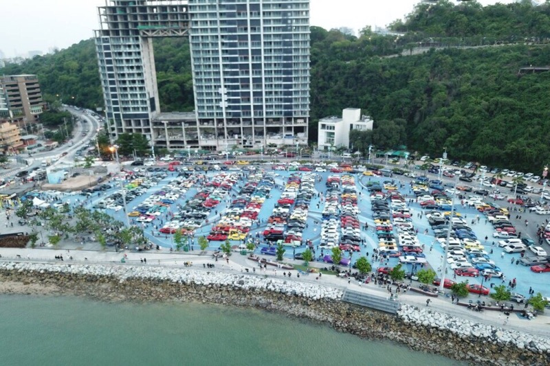 """Het """"Cars and Coffee on Vacation"""" event op de Bali Hai haven trok meer dan 1000 bezoekers met 500 unieke auto's"""