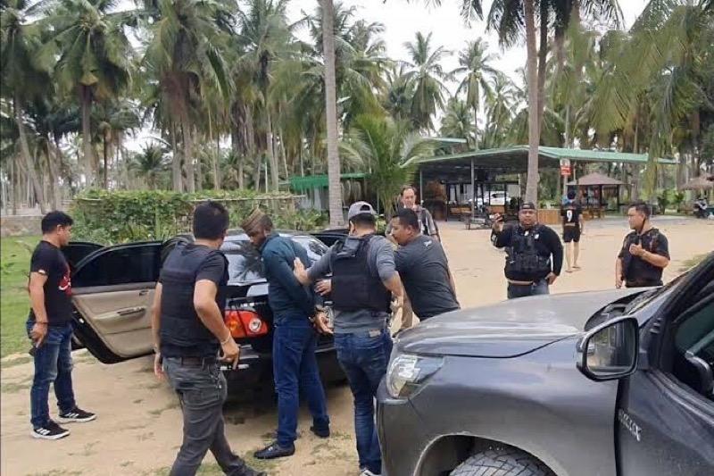 Nigeriaanse man en Thaise vrouw, vermoedelijke drugsdealers, gearresteerd nadat ze met cocaïne in bezit in Pattaya werden aangetroffen.