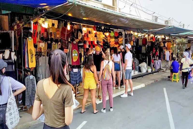 De Chatuchak-markt in Bangkok gaat half april weer zes dagen per week open
