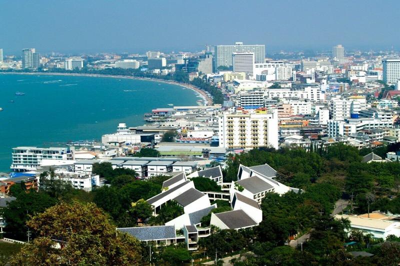De rijkste man van Thailand heeft een hotel gekocht in de toeristische kustplaats Pattaya