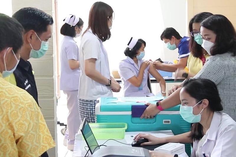 In Pattaya is de overheid begonnen met het vaccineren van de bevolking