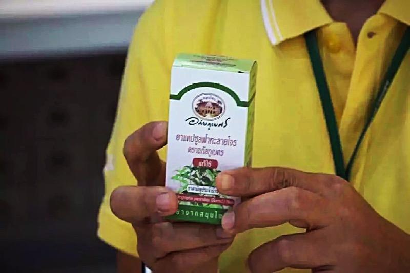 Gezondheidswaarschuwing nadat mensen zich grote hoeveelheden om fah talai jone kopen als remedie tegen het Covid19 virus