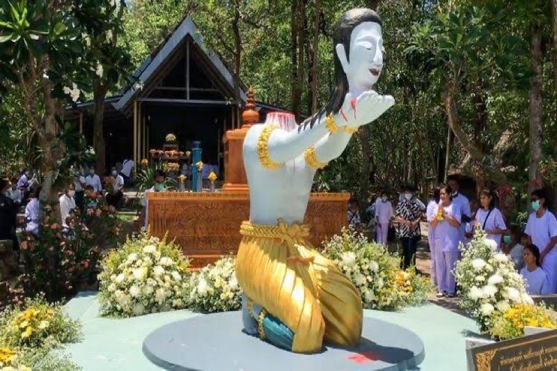 VIDEO | Thaise monnik hakte eigen hoofd af als offer aan Boeddha