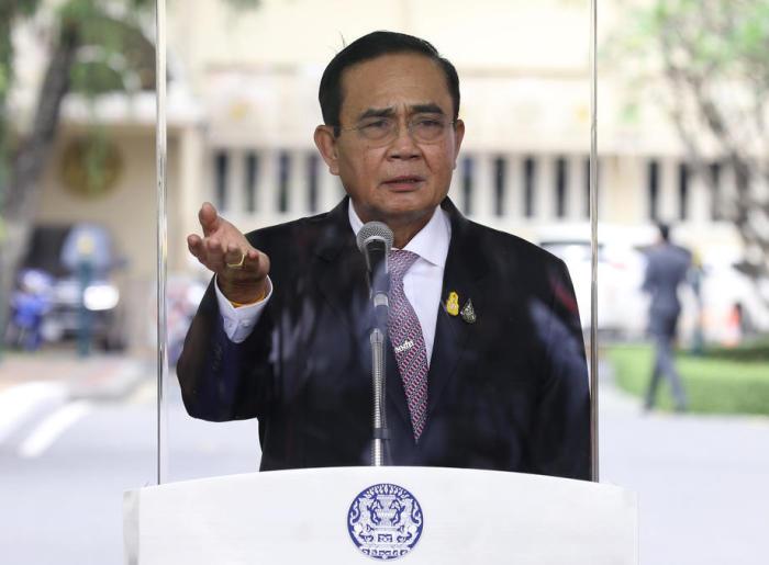 Premier Prayut bekeurd  voor het niet dragen van een mondkapje!