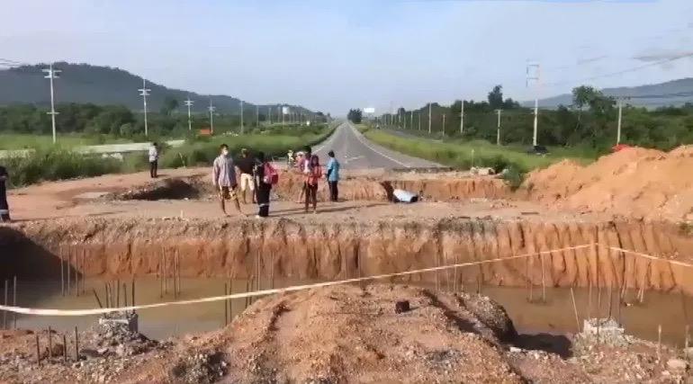 Tweede motorrijder sterft in minder dan twee weken na een val in een naar verluidt ongemarkeerde grote wegenbouwkuil in Chonburi
