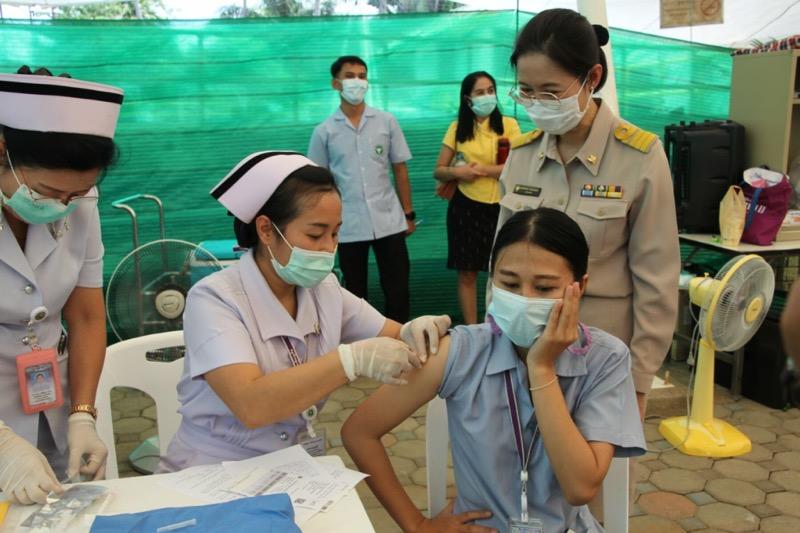 """Thais kunnen een vaccinatieafspraak via de """"Mor Prom"""" app maken"""