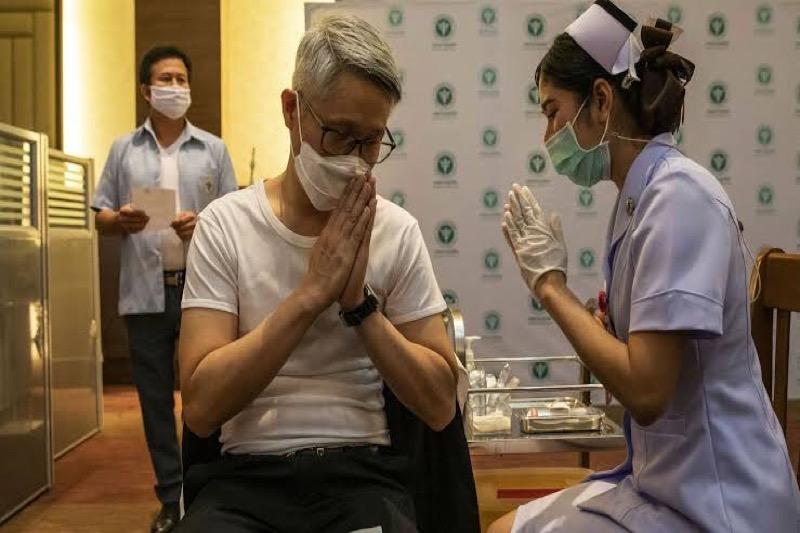 Kritiek op de langzame vaccinatiecampagne van de Thaise overheid