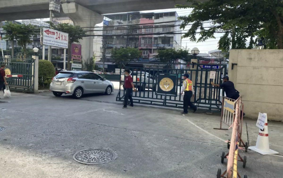 """Het KU Dierenziekenhuis in Bangkok sluit """"holderdebolder"""" nadat de klant positief op het Covid19 virus getest was"""