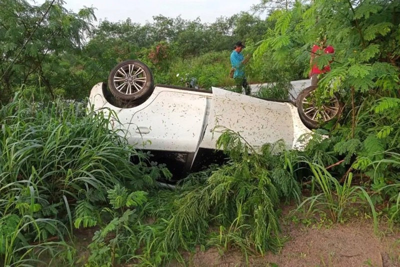 Twee Thaise mannen danken hun leven aan religieuze amuletten nadat ze met de auto verongelukken