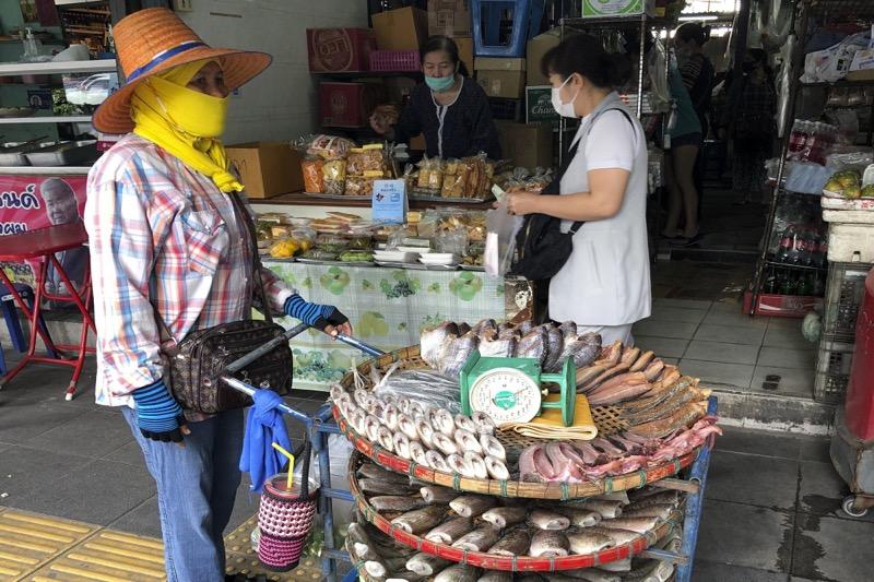 De derde coronagolf in Thailand kan maanden voortduren