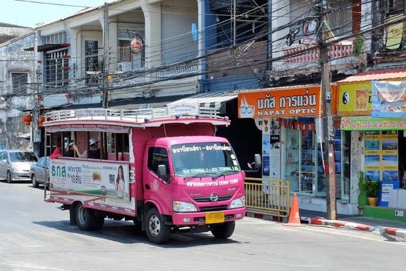 Elektrische bussen vervangen op Phuket de roze Songtaew