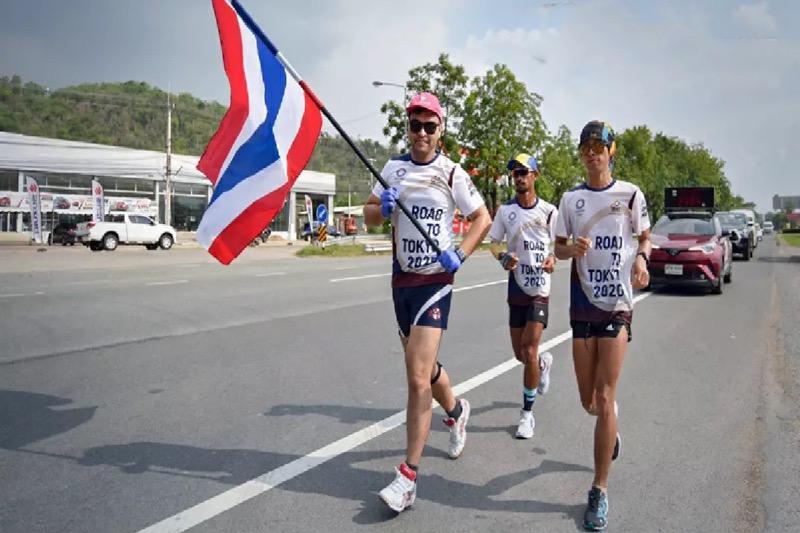 De estafette van de Olympische vlag van Thailand raakt halverwege, maar de spelen zijn twijfelachtig
