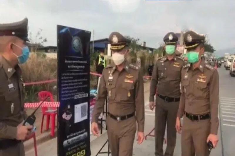 """Politie Pattaya blijft hard optreden tegen """"sociale"""" bijeenkomsten, het niet dragen van mondkapjes en het drinken in het openbaar"""