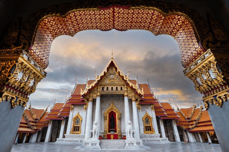 Thailand gaat vanaf januari volgend jaar 300 baht 'toeristenvergoeding' introduceren