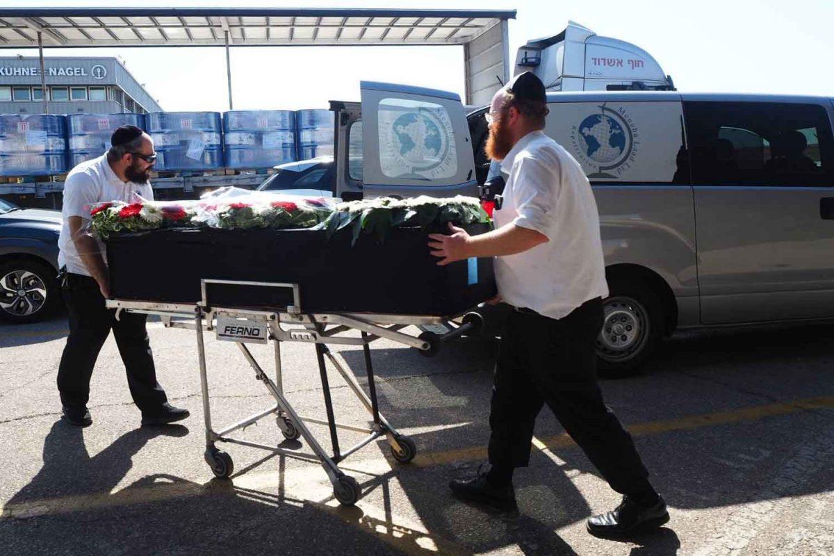 Lichamen van Thaise arbeiders die zijn omgekomen bij raketbeschietingen in Israël in Thailand aangekomen
