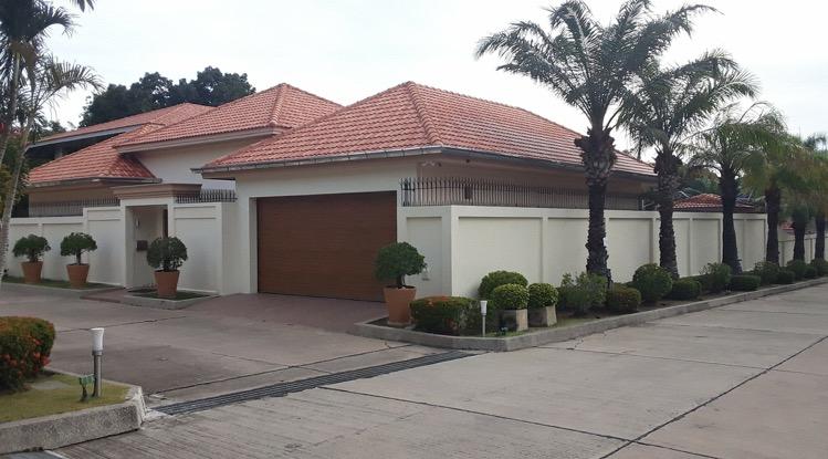 Twee gloednieuwe villas op Pratumnak gesloopt en vervangen door twee identieke villa's