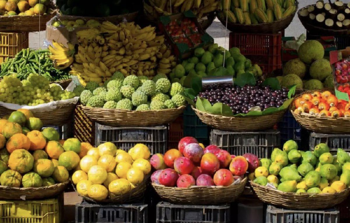 Exporteurs van Thais fruit en Doerians verkennen het controlepunt van Dongxing om de Chinese markt te betreden