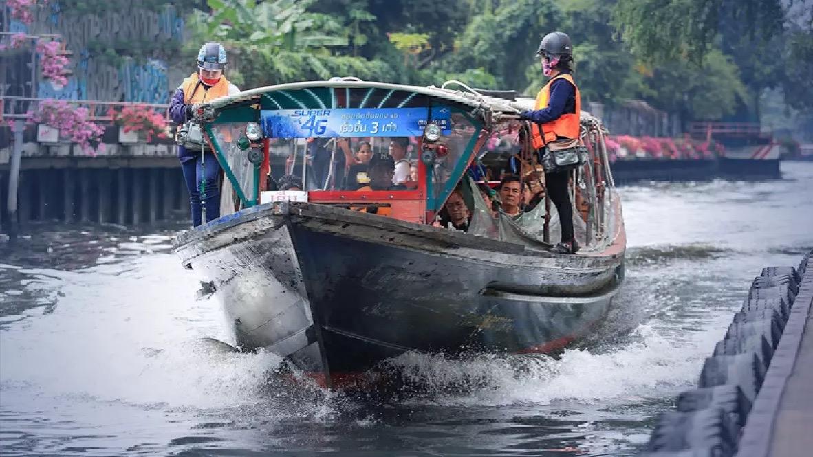 De kanaalboot service Saen Saep in Bangkok vaart frequenter uit angst voor verspreiding van het Corona virus
