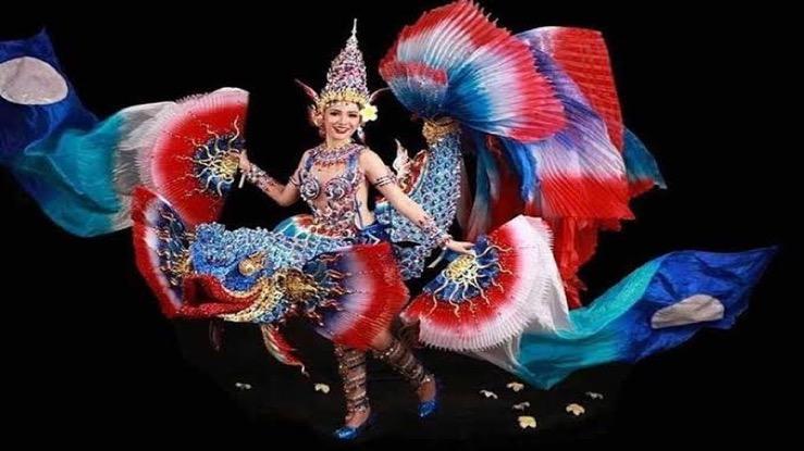 Thaise ontwerper legt de schitterende schoonheid vast van Siamese Vechtvis voor Miss Universe-verkiezing