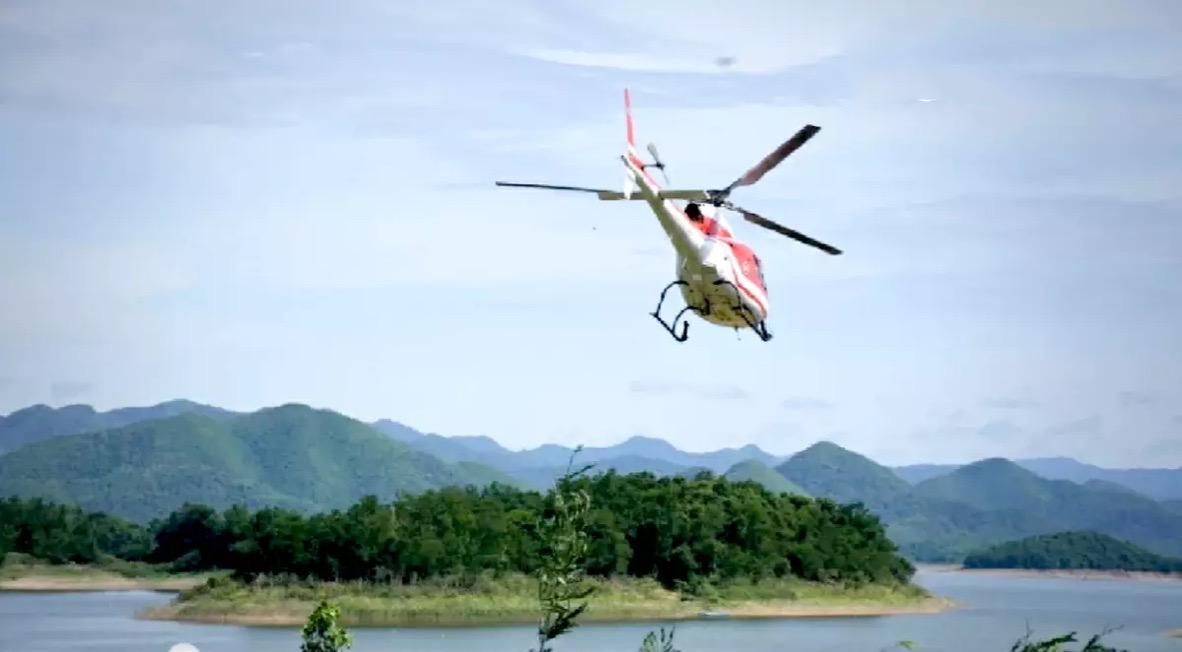 Helikopter van medewerkers van de Thaise Nationale parken in de provincie Phetchaburi beschoten