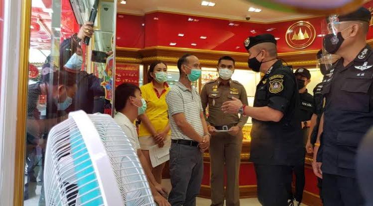 Eigenaar van een goudwinkel in Kanchanaburi beschuldigd van het witwassen van drugsgeld