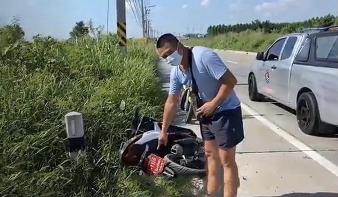 Motorrijder komt om het leven nadat het mondkapje door de wind voor zijn ogen sloeg