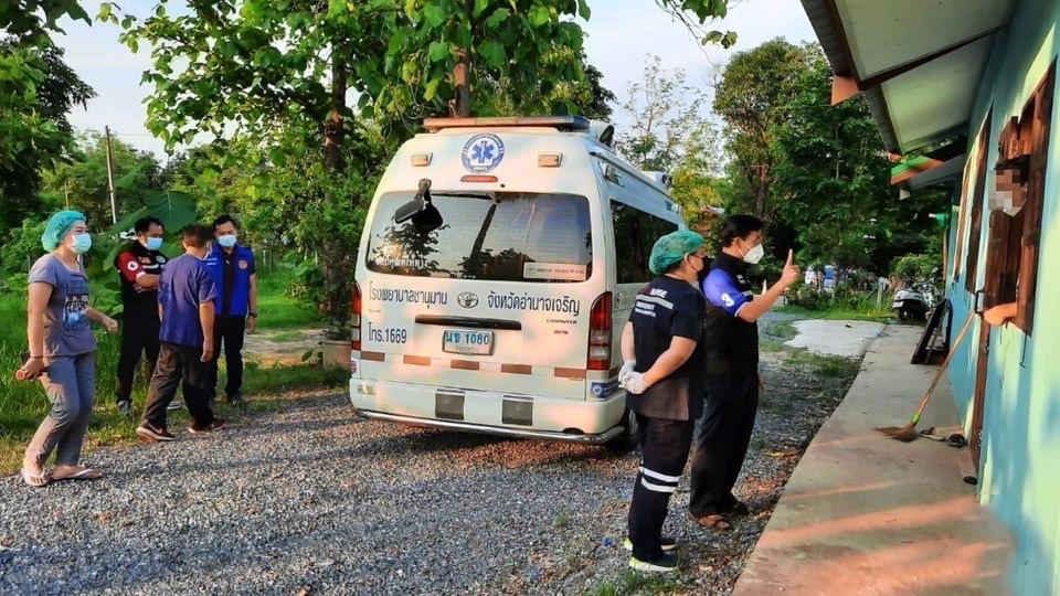 Geïnfecteerde Amerikaan vlucht het ziekenhuis van Chanuman uit en veroorzaakt paniek bij de lokale bevolking